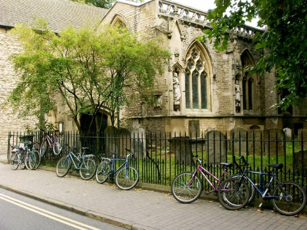 Oxford's bicycles (Wikimedia Commons)